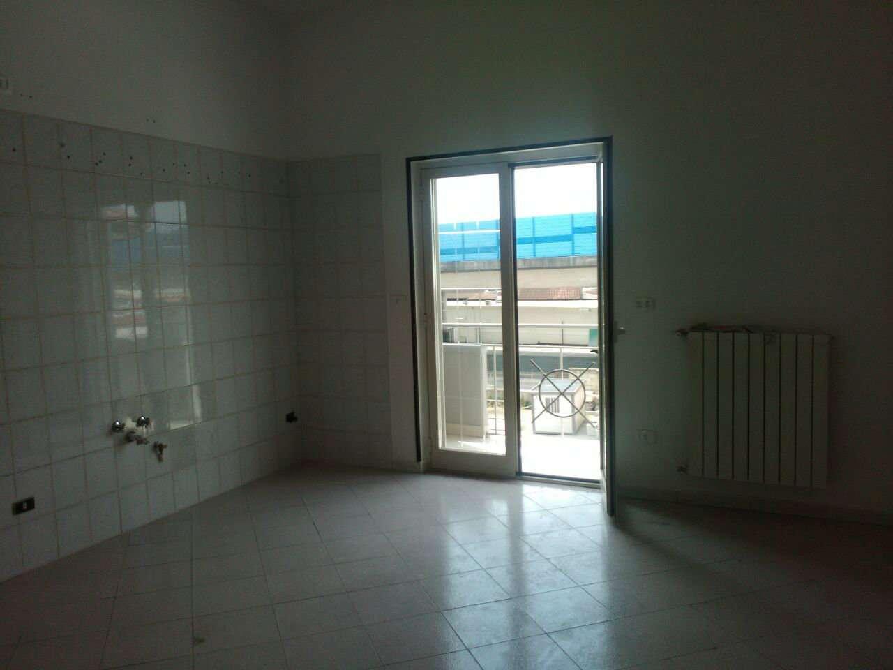 Appartamento in affitto a Giugliano in Campania, 7 locali, prezzo € 450 | CambioCasa.it