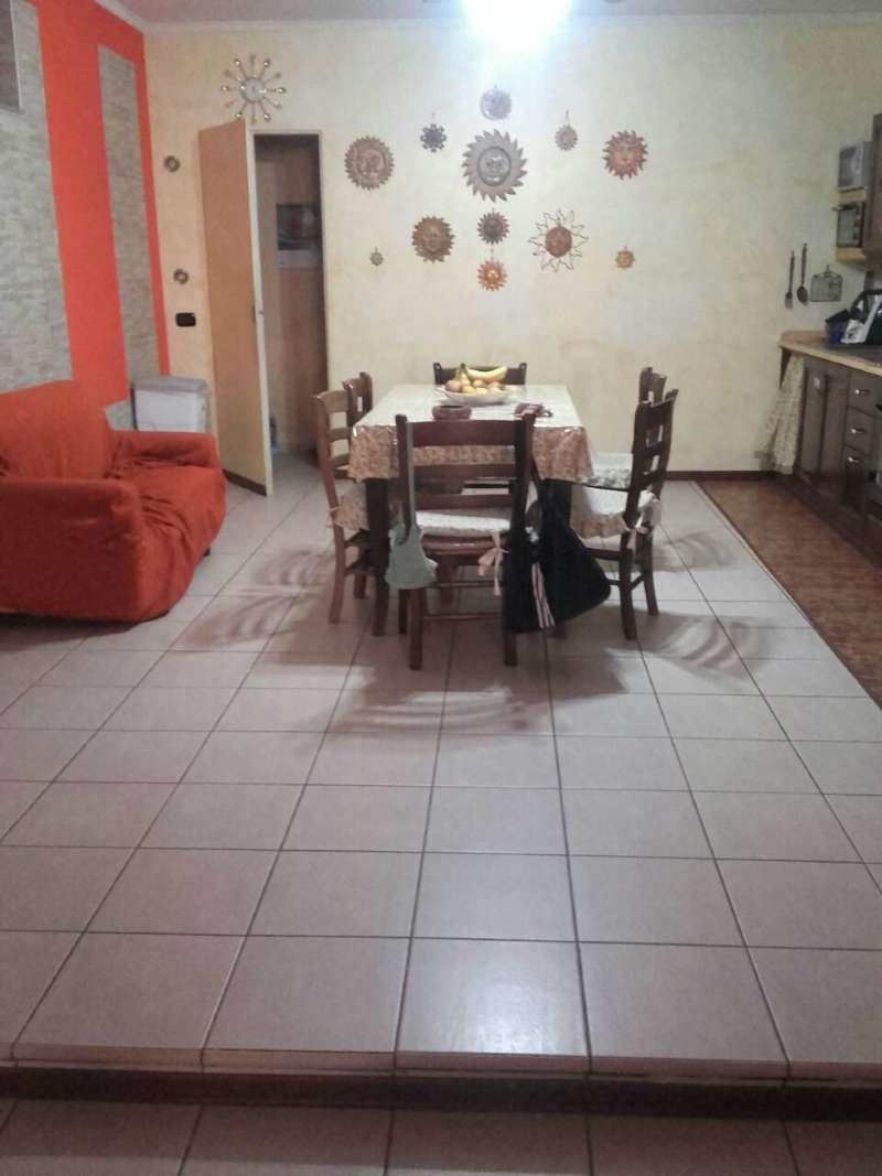 Palazzo / Stabile in vendita a Giugliano in Campania, 7 locali, prezzo € 250.000 | CambioCasa.it