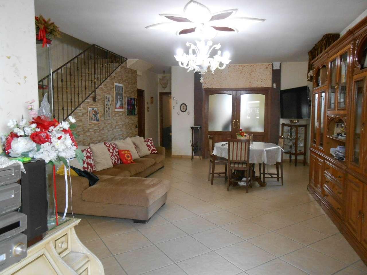 Villa in vendita a Trentola-Ducenta, 8 locali, prezzo € 320.000   CambioCasa.it