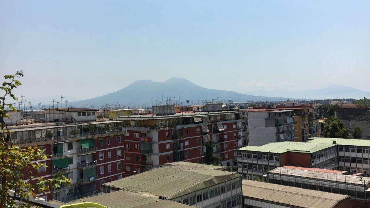 Appartamento in vendita 5 vani 120 mq.  corso secondigliano Napoli