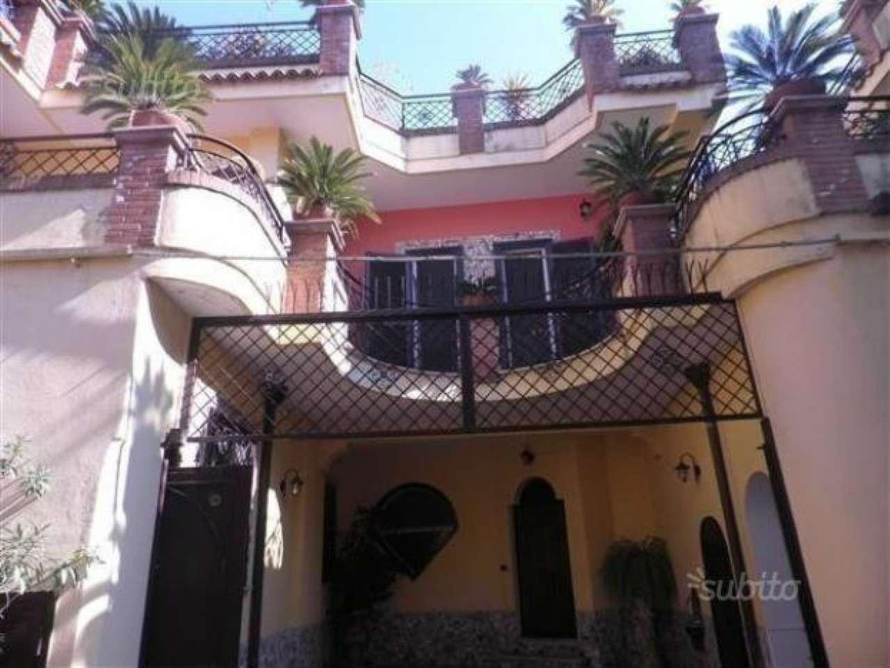 Villa in vendita a Giugliano in Campania, 8 locali, prezzo € 400.000 | CambioCasa.it
