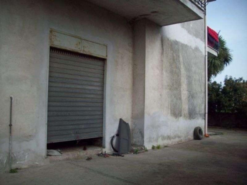 Negozio / Locale in affitto a Giugliano in Campania, 9999 locali, prezzo € 700 | CambioCasa.it