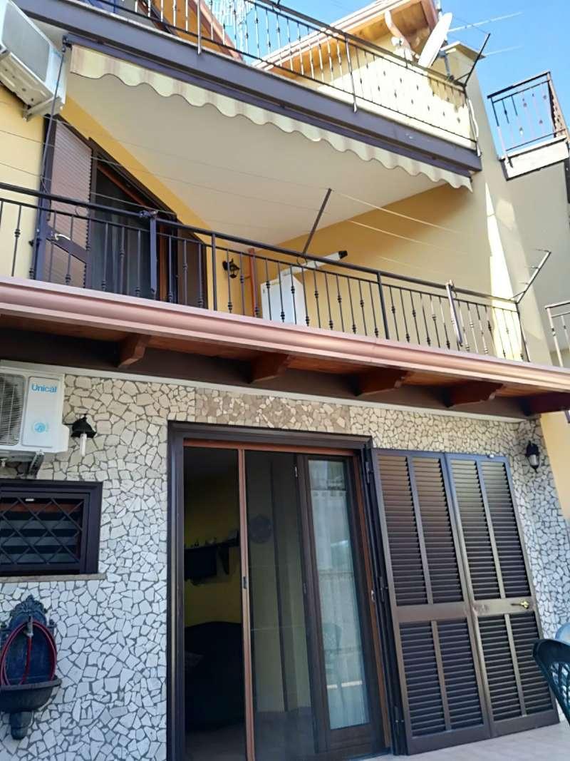 Villa in vendita a Giugliano in Campania, 9 locali, prezzo € 270.000 | CambioCasa.it