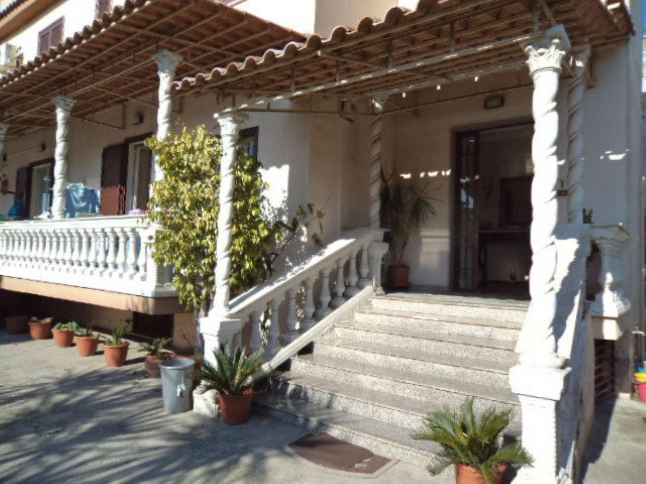 Villa in vendita a Giugliano in Campania, 10 locali, prezzo € 350.000 | CambioCasa.it