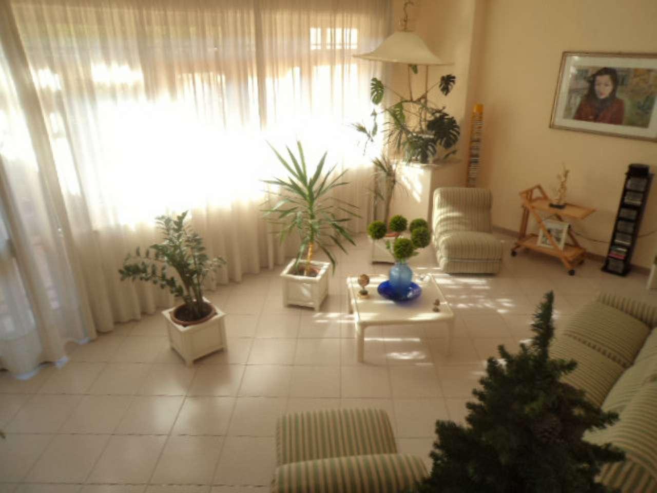 Villa in vendita a Giugliano in Campania, 8 locali, prezzo € 329.000 | CambioCasa.it
