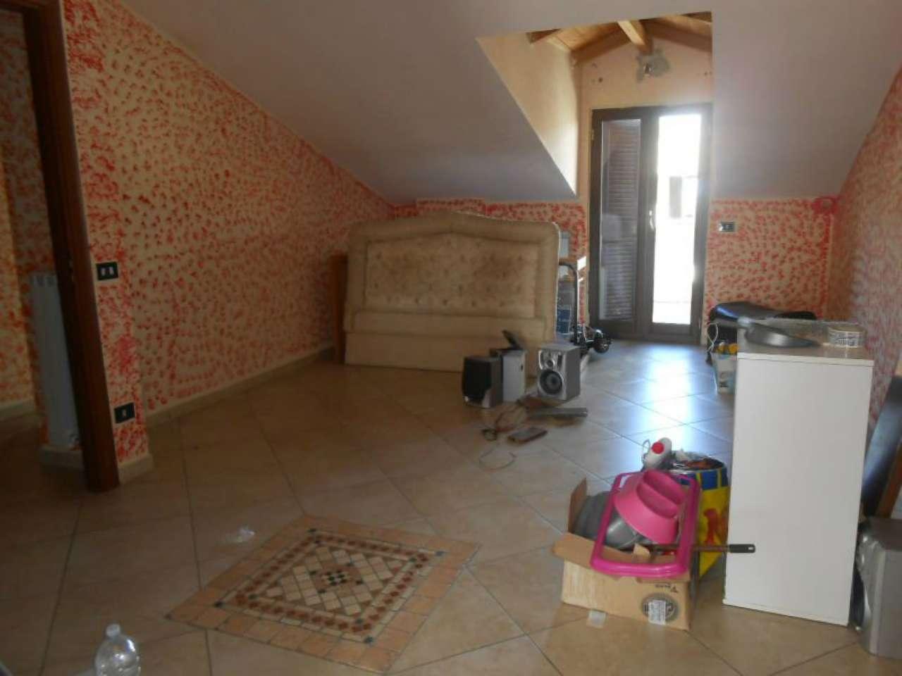 Appartamento in affitto a Giugliano in Campania, 7 locali, prezzo € 380 | CambioCasa.it