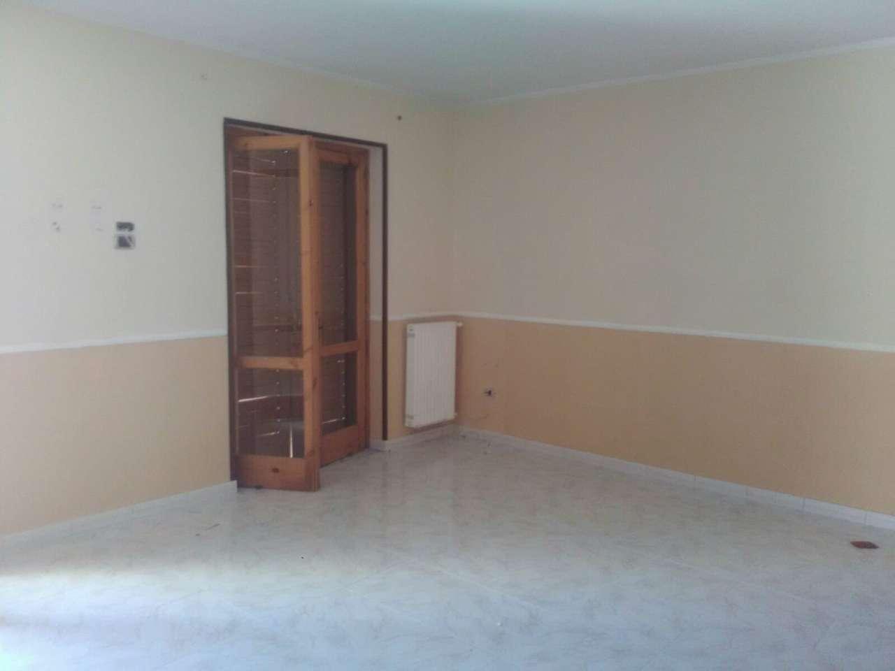 Appartamento in affitto a Giugliano in Campania, 4 locali, prezzo € 400 | CambioCasa.it
