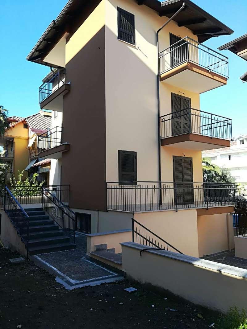 Villa in vendita a Giugliano in Campania, 9 locali, prezzo € 400.000 | CambioCasa.it
