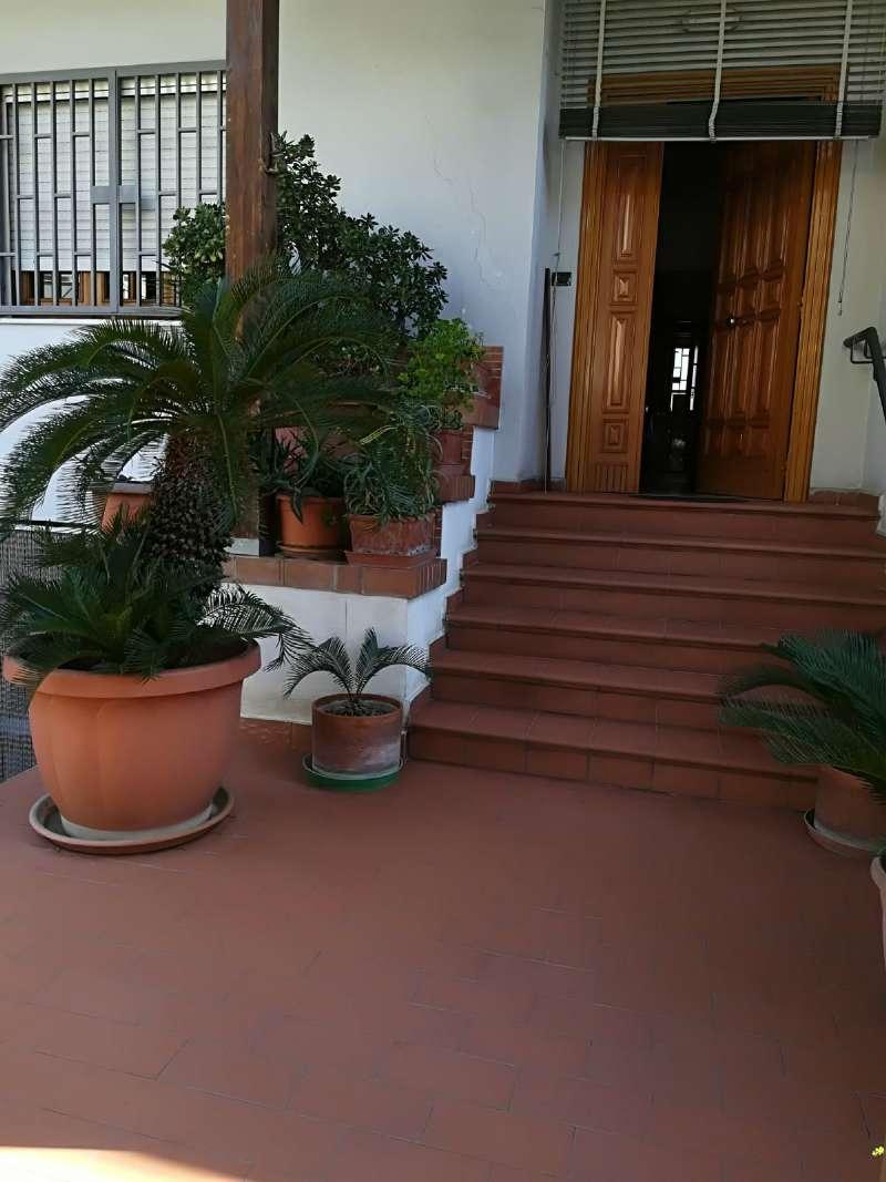 Villa in vendita a Giugliano in Campania, 8 locali, prezzo € 275.000 | CambioCasa.it