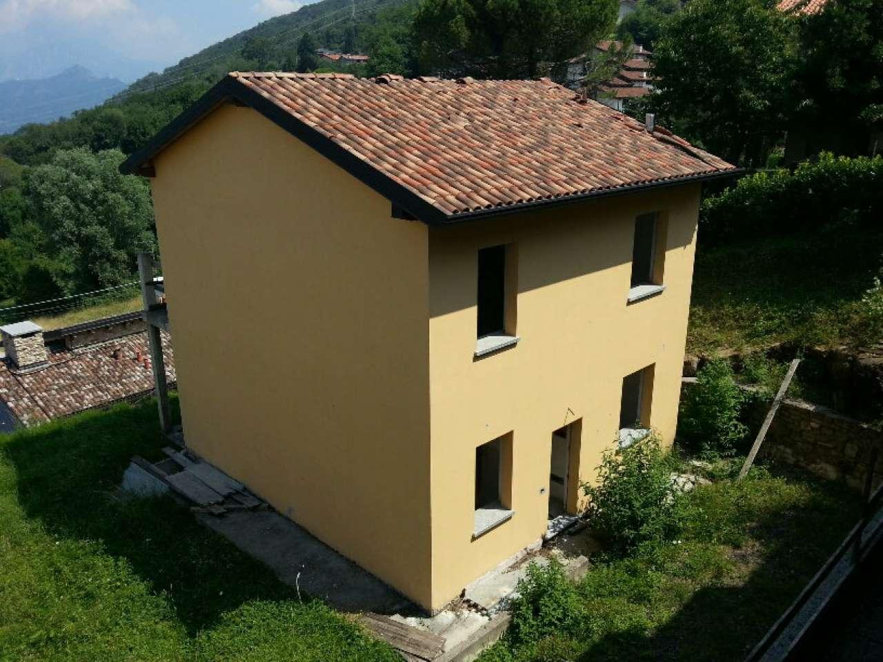 Villa in vendita a Colle Brianza, 4 locali, prezzo € 280.000 | CambioCasa.it