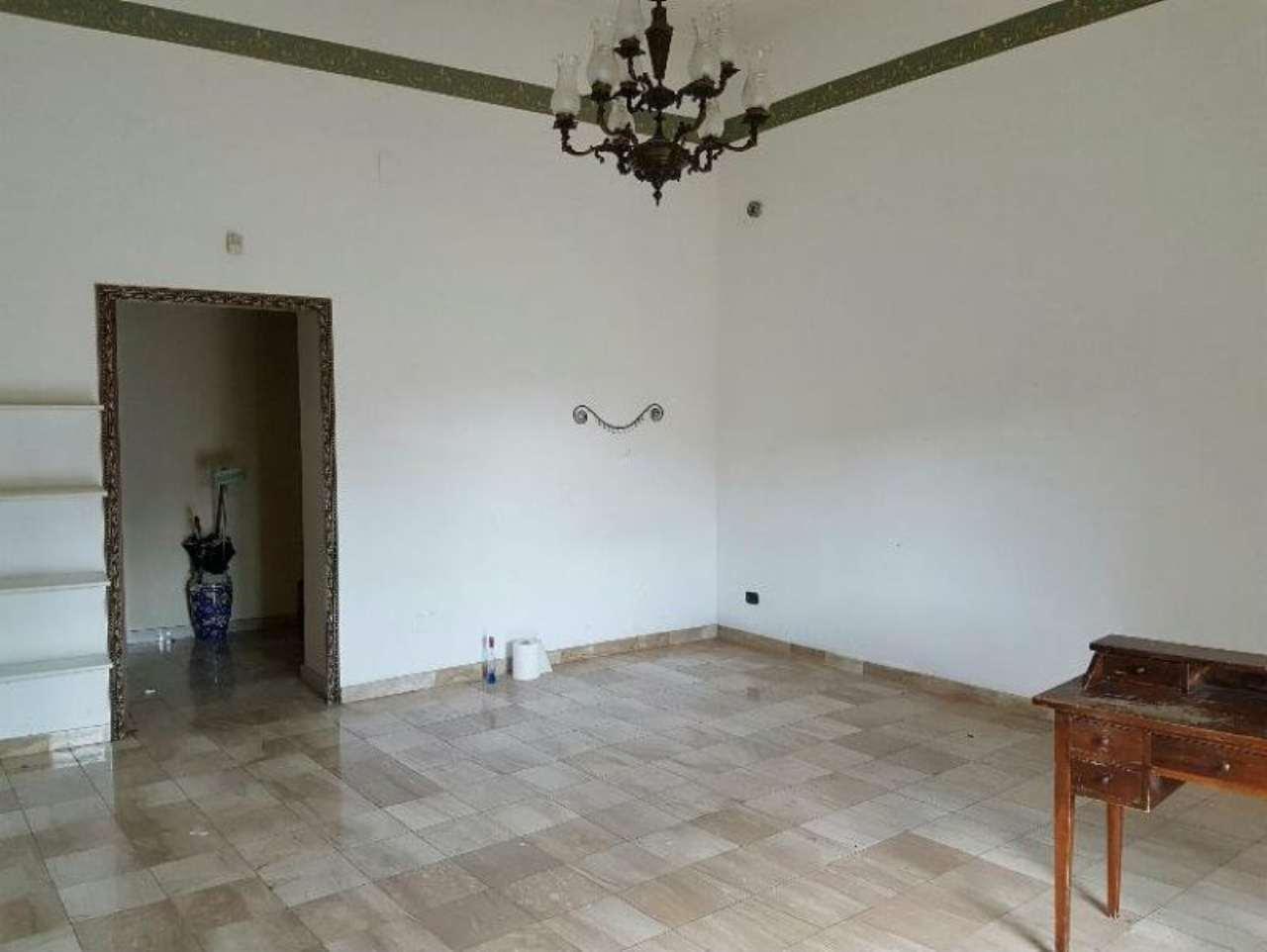 Negozio / Locale in affitto a Pozzuoli, 1 locali, prezzo € 580 | CambioCasa.it