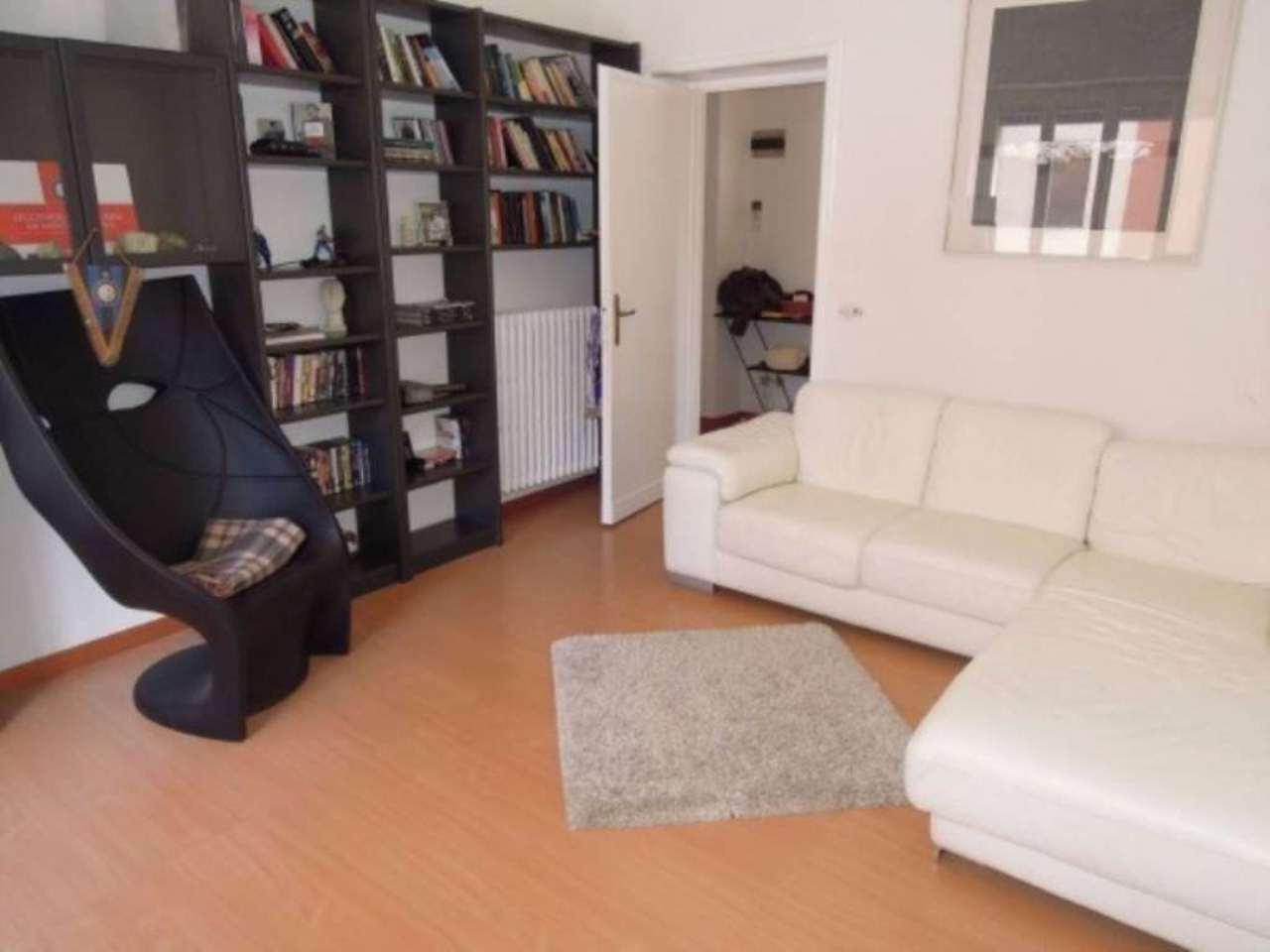 Villa in vendita a Pavia, 6 locali, prezzo € 620.000 | Cambio Casa.it