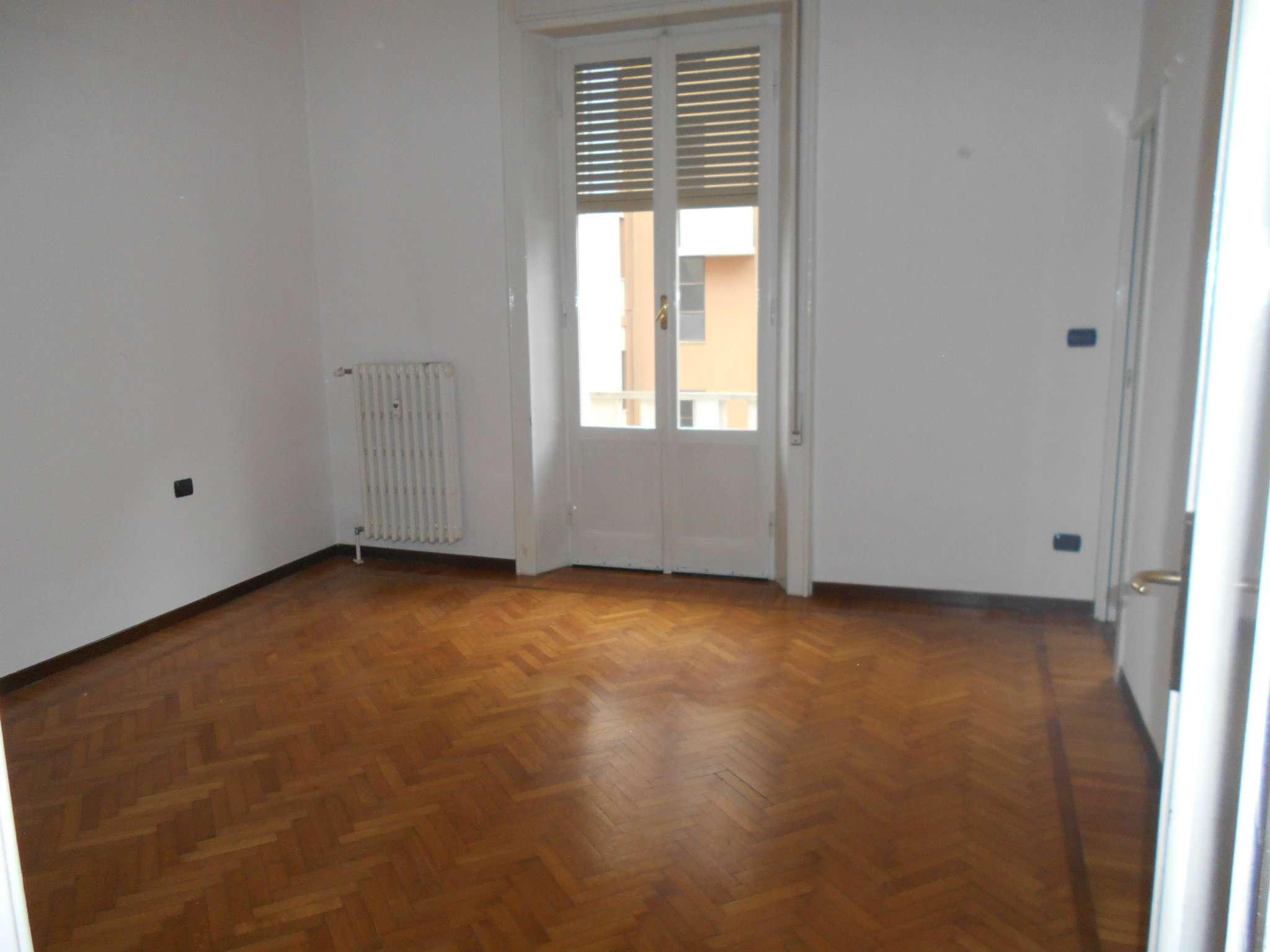 Appartamento in affitto a Pavia, 4 locali, prezzo € 950 | Cambio Casa.it