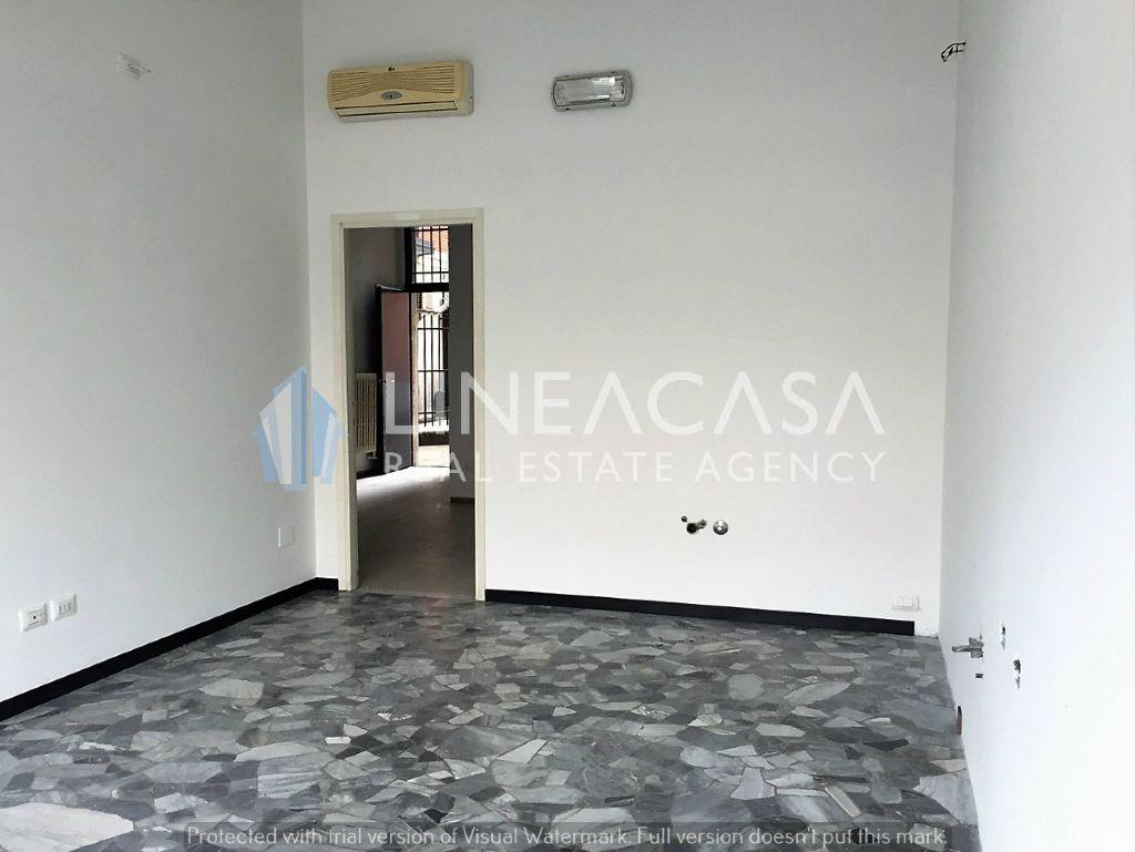 Negozio / Locale in affitto a Corsico, 2 locali, prezzo € 450   Cambio Casa.it