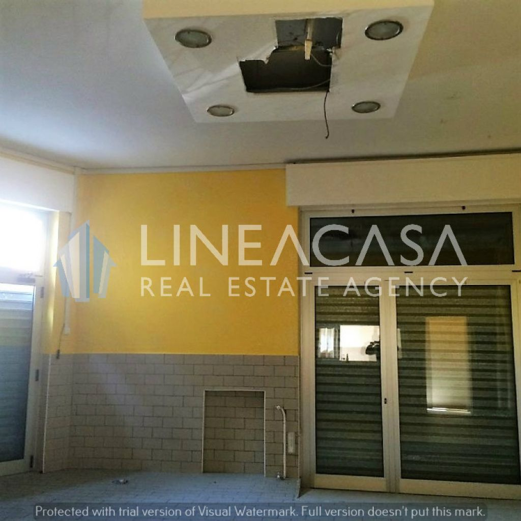 Negozio / Locale in affitto a Corsico, 2 locali, prezzo € 800   Cambio Casa.it