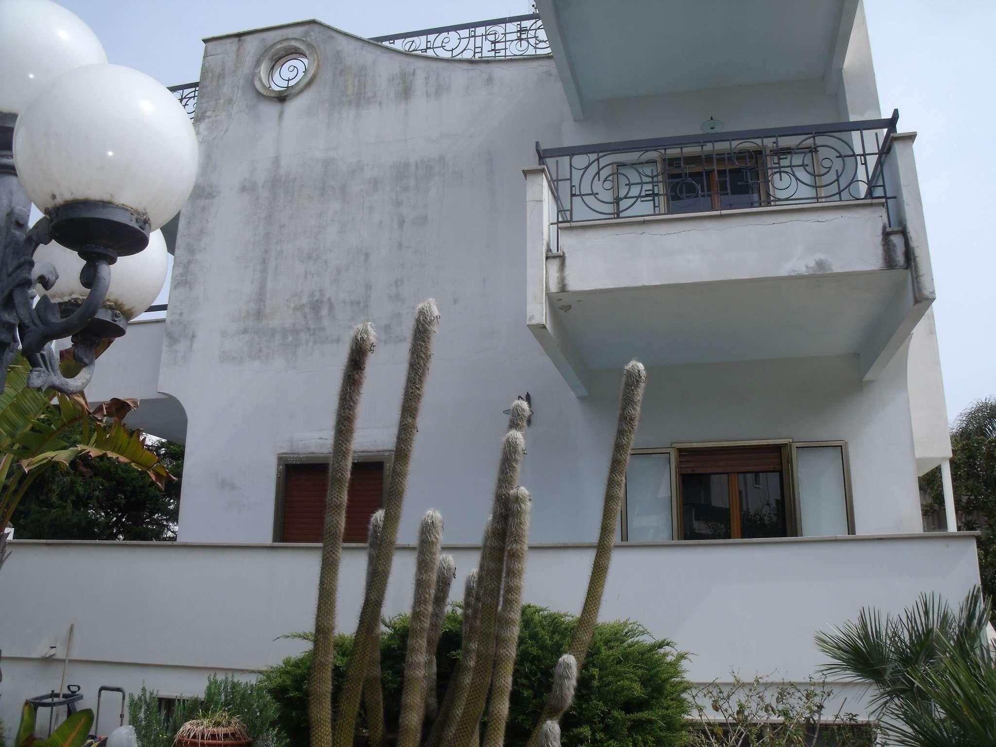 Villa in vendita a Bari, 13 locali, prezzo € 300.000 | Cambio Casa.it