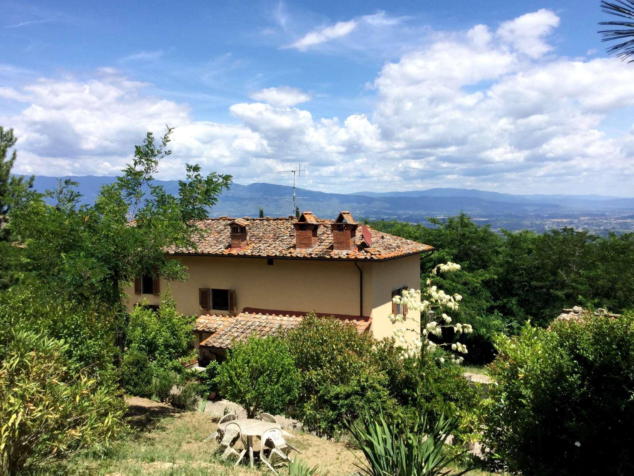 Villa in Vendita a Montevarchi Centro: 5 locali, 400 mq