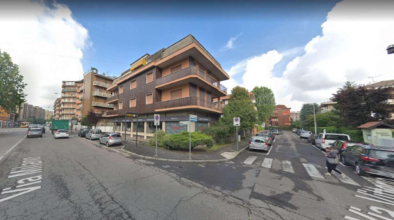 Negozio-locale in Vendita a Cesano Boscone: 5 locali, 1220 mq