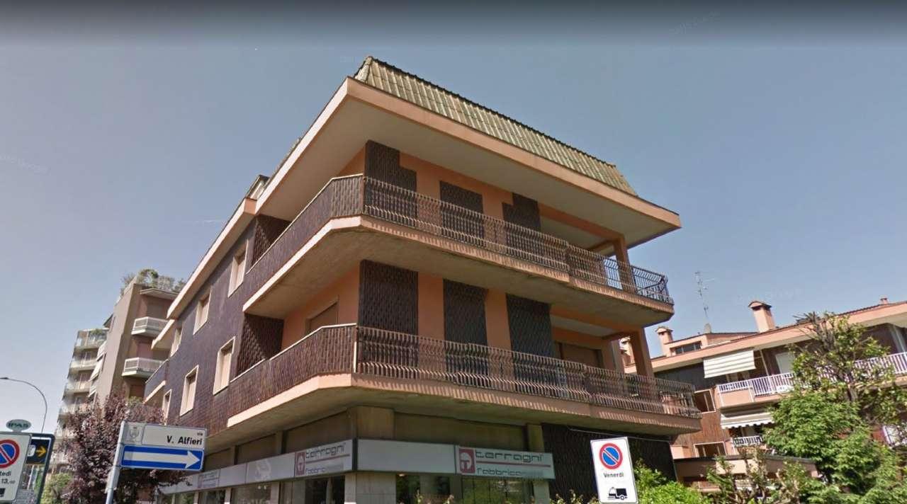 Palazzo in Vendita a Cesano Boscone: 5 locali, 1220 mq