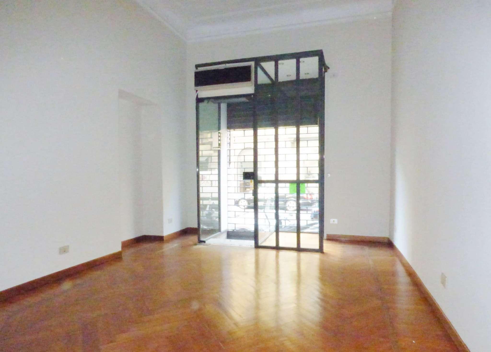 Negozio-locale in Affitto a Milano 01 Centro storico (Cerchia dei Navigli):  2 locali, 50 mq  - Foto 1