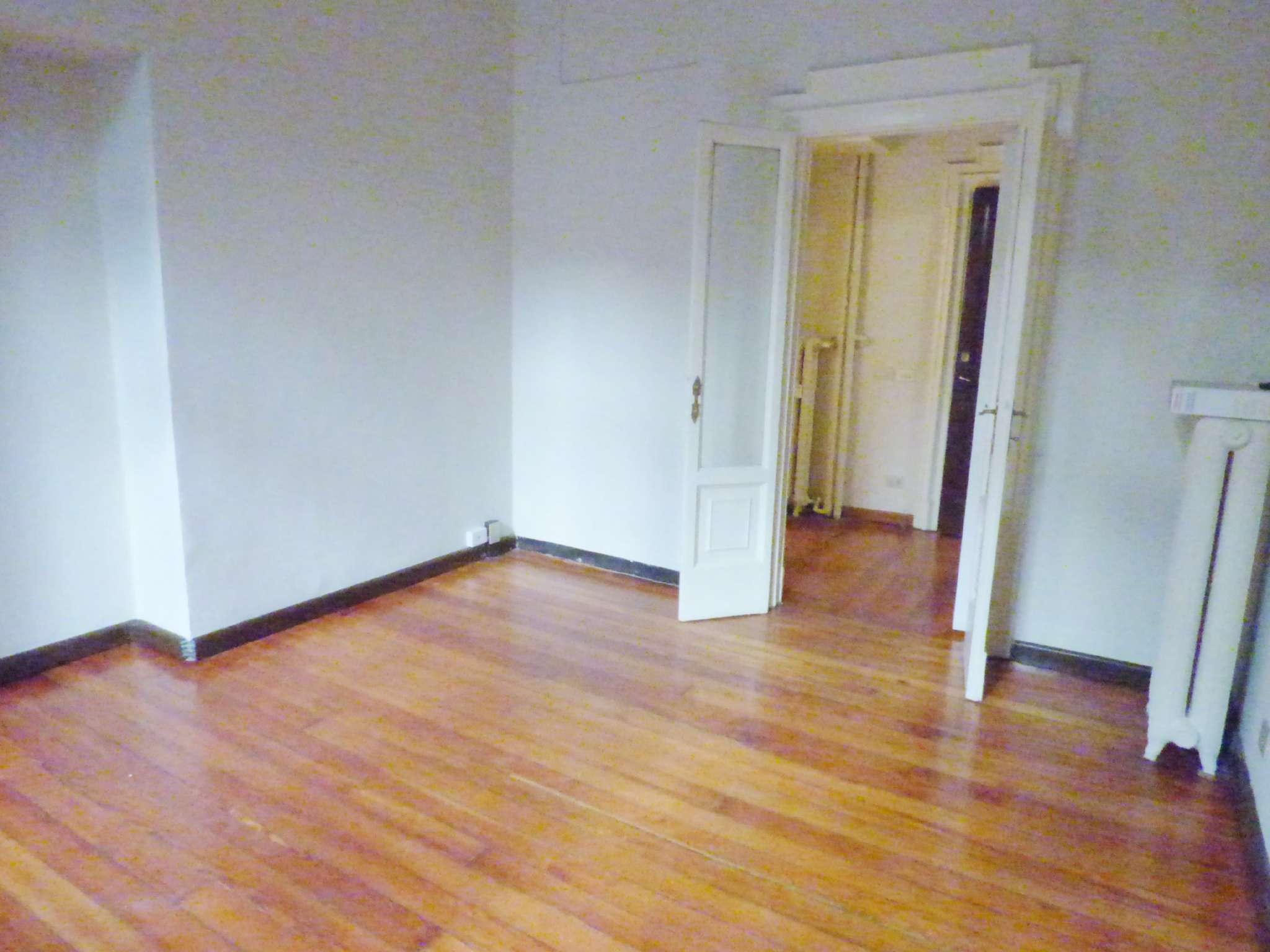 Negozio-locale in Affitto a Milano 01 Centro storico (Cerchia dei Navigli): 2 locali, 50 mq