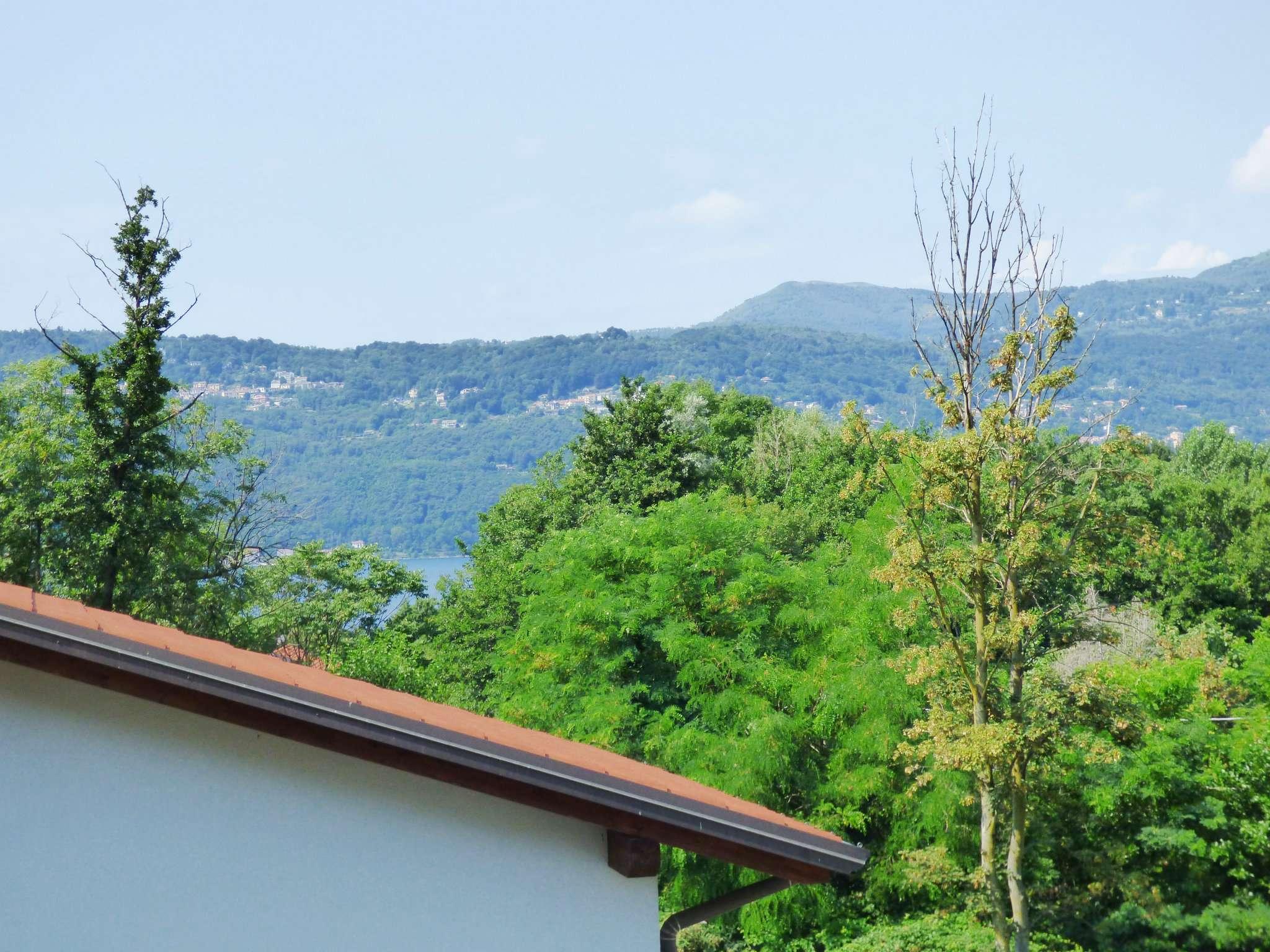 Villa in Vendita a Laveno-Mombello Centro: 4 locali, 166 mq