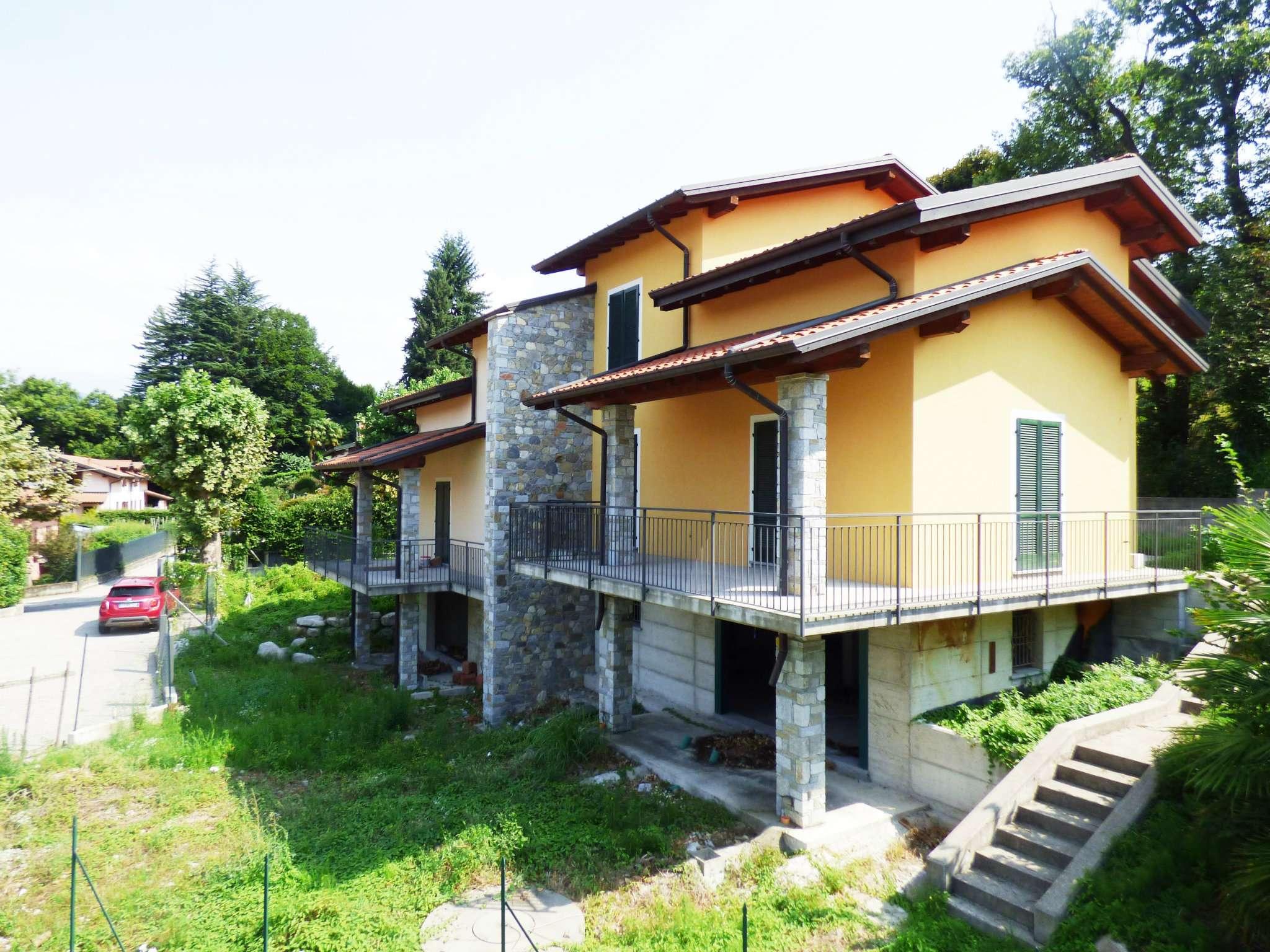 Villa in Vendita a Laveno-Mombello Centro: 5 locali, 927 mq