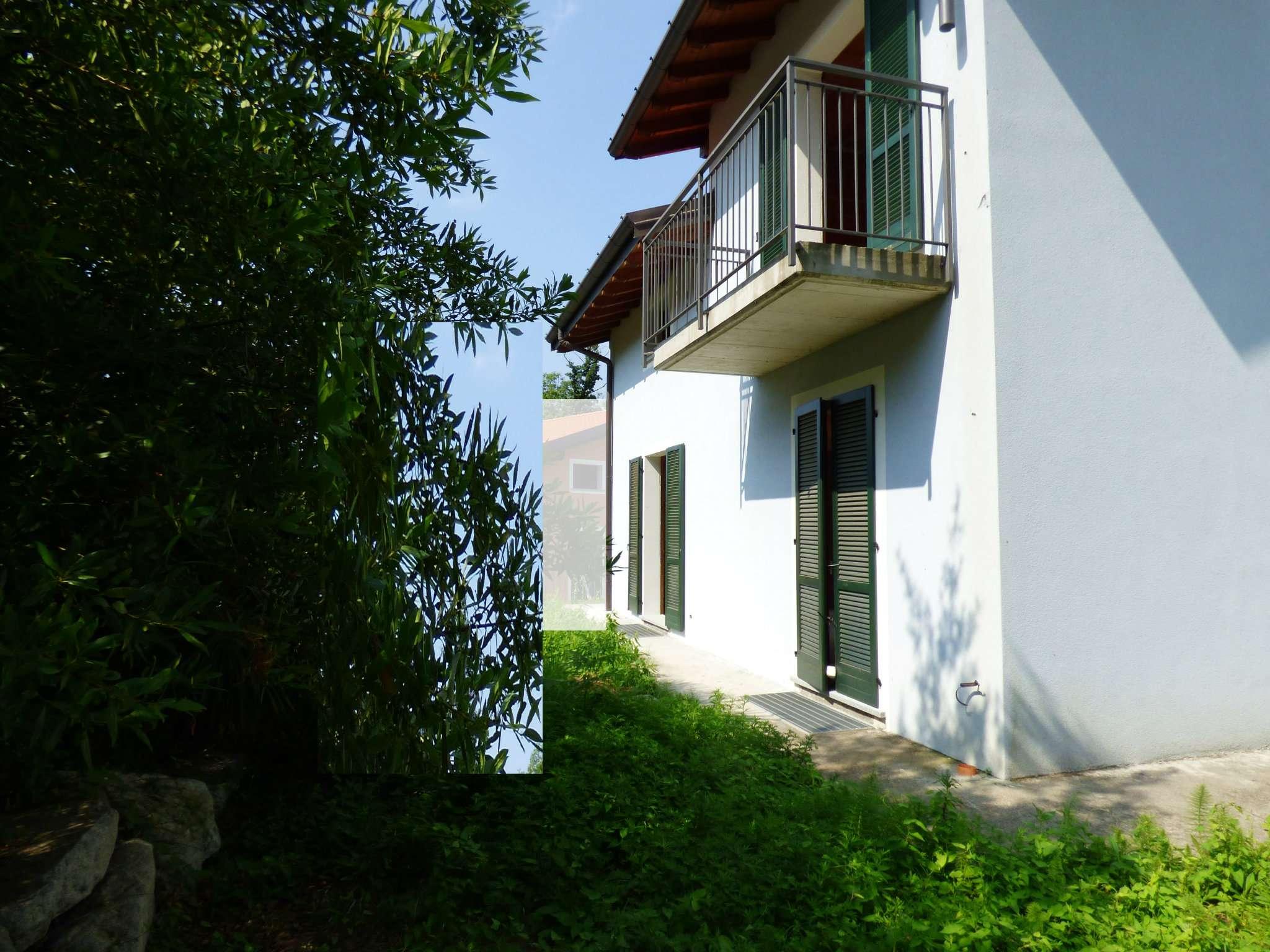 Villa in Vendita a Laveno-Mombello Centro: 5 locali, 195 mq