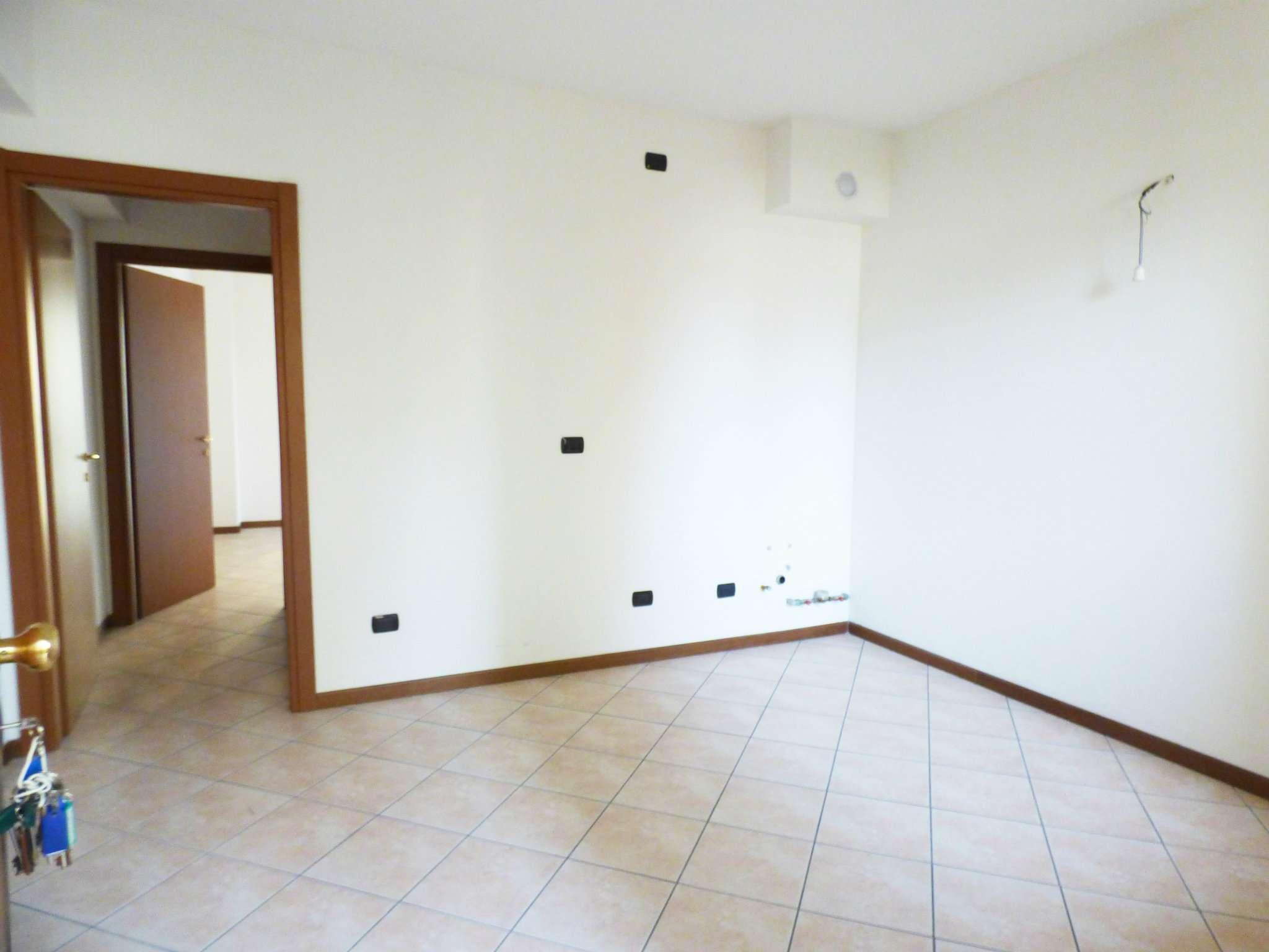 Appartamento in Vendita a Milano 29 Certosa / Bovisa / Dergano / Maciachini / Istria / Testi: 5 locali, 50 mq