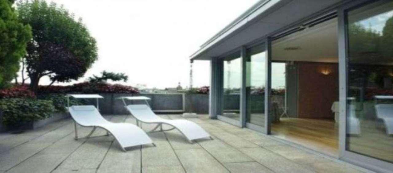 Appartamento in Affitto a Milano 01 Centro storico (Cerchia dei Navigli): 5 locali, 902 mq
