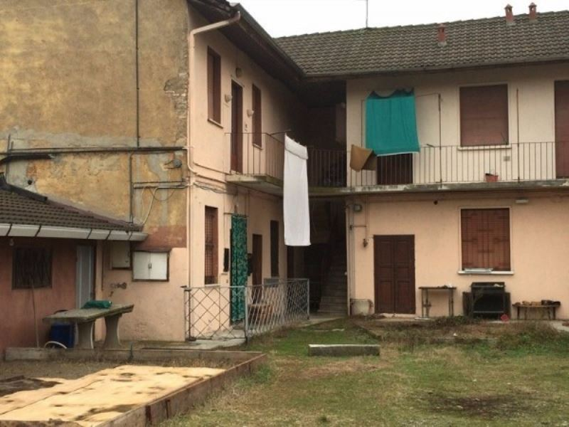 Appartamento in vendita a Casorezzo, 6 locali, prezzo € 145.000 | Cambio Casa.it