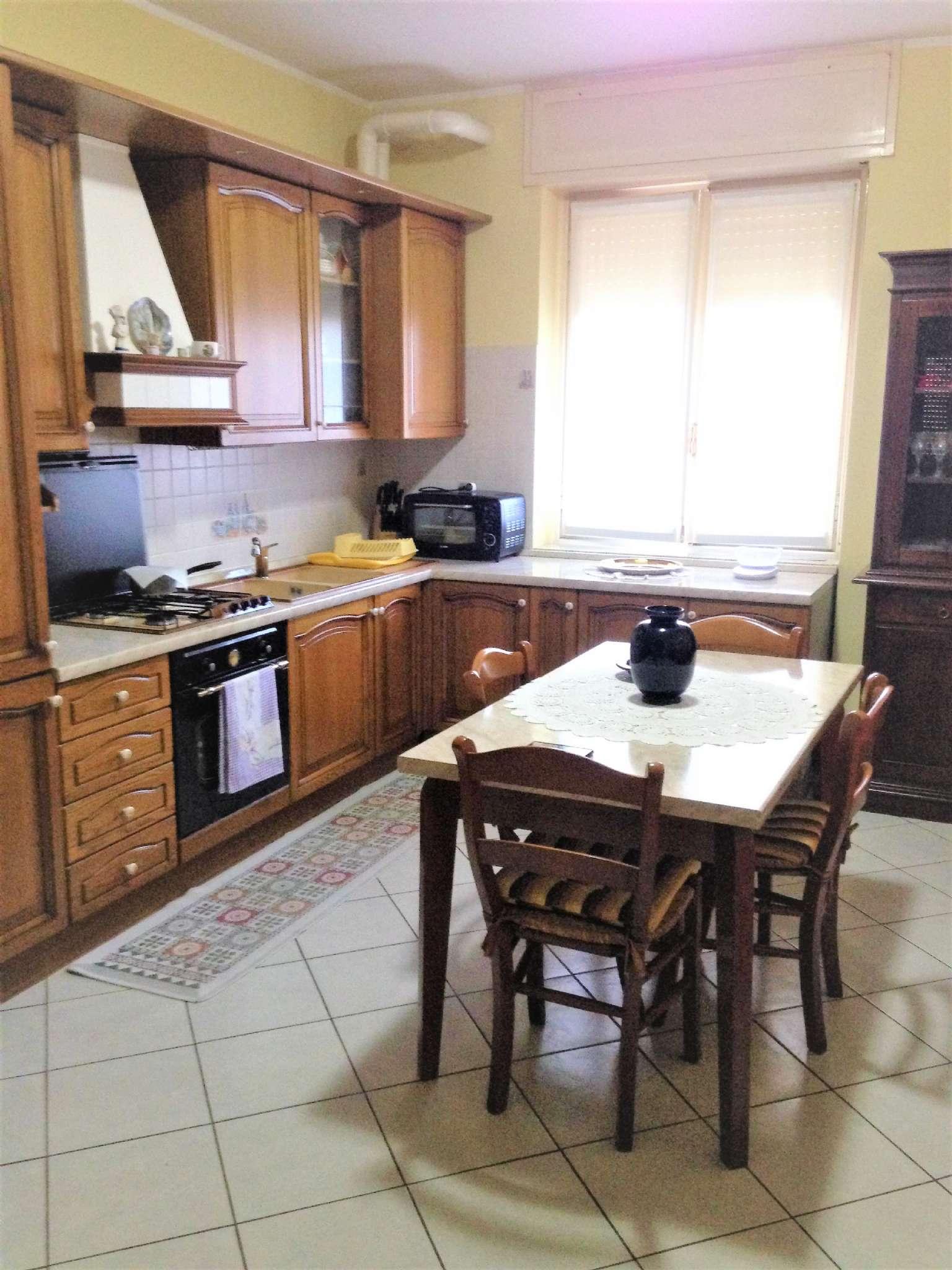Appartamento in vendita a Vittuone, 3 locali, prezzo € 65.000 | CambioCasa.it