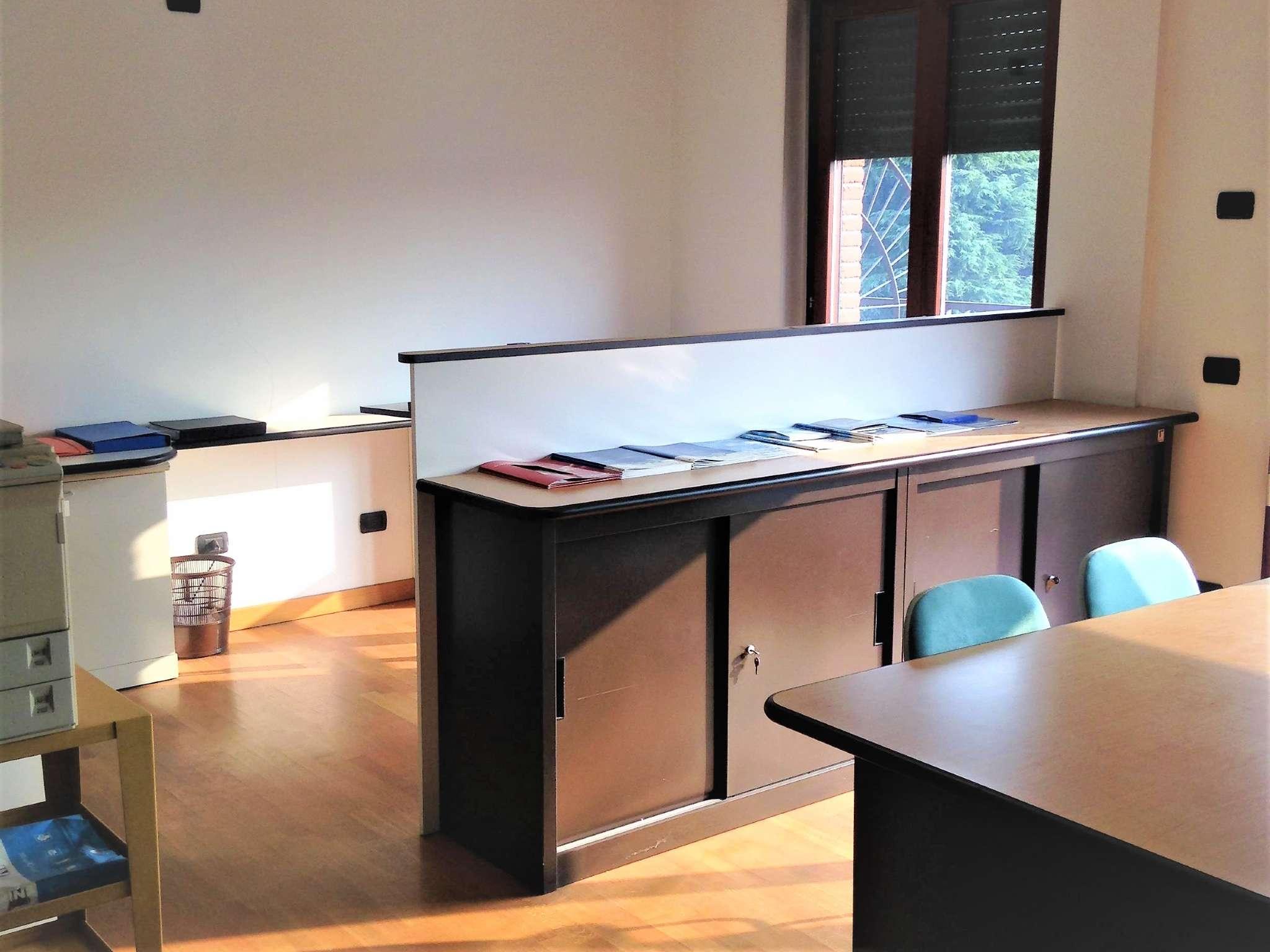 Ufficio / Studio in affitto a Arluno, 2 locali, prezzo € 750 | CambioCasa.it