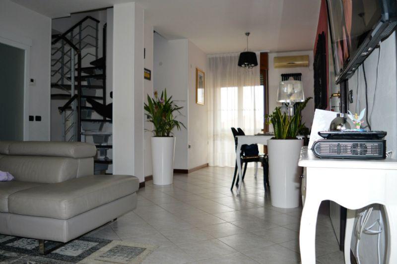 Attico / Mansarda in vendita a Forlì, 9999 locali, prezzo € 320.000 | Cambio Casa.it