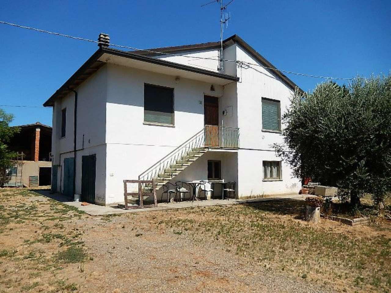 Soluzione Indipendente in vendita a Forlì, 7 locali, prezzo € 250.000   CambioCasa.it