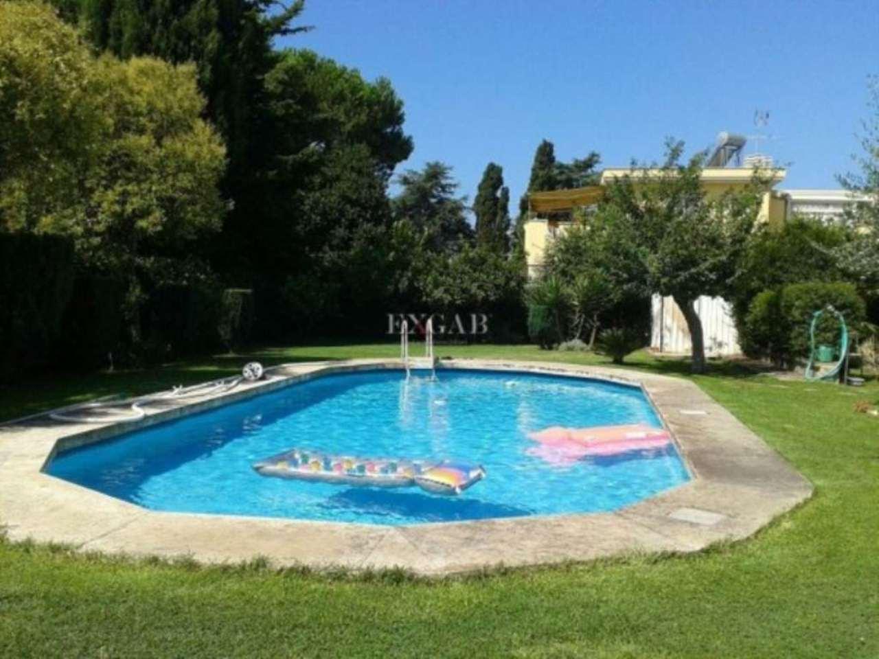 Villa in vendita a Pomezia, 6 locali, prezzo € 590.000 | Cambio Casa.it