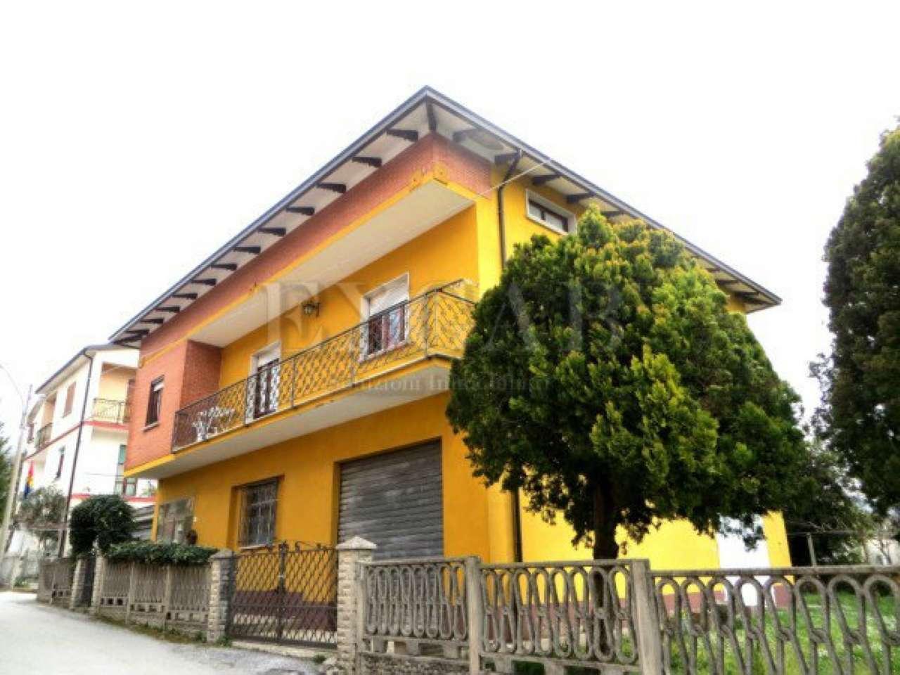 Villa in vendita a Sigillo, 5 locali, prezzo € 148.000 | CambioCasa.it