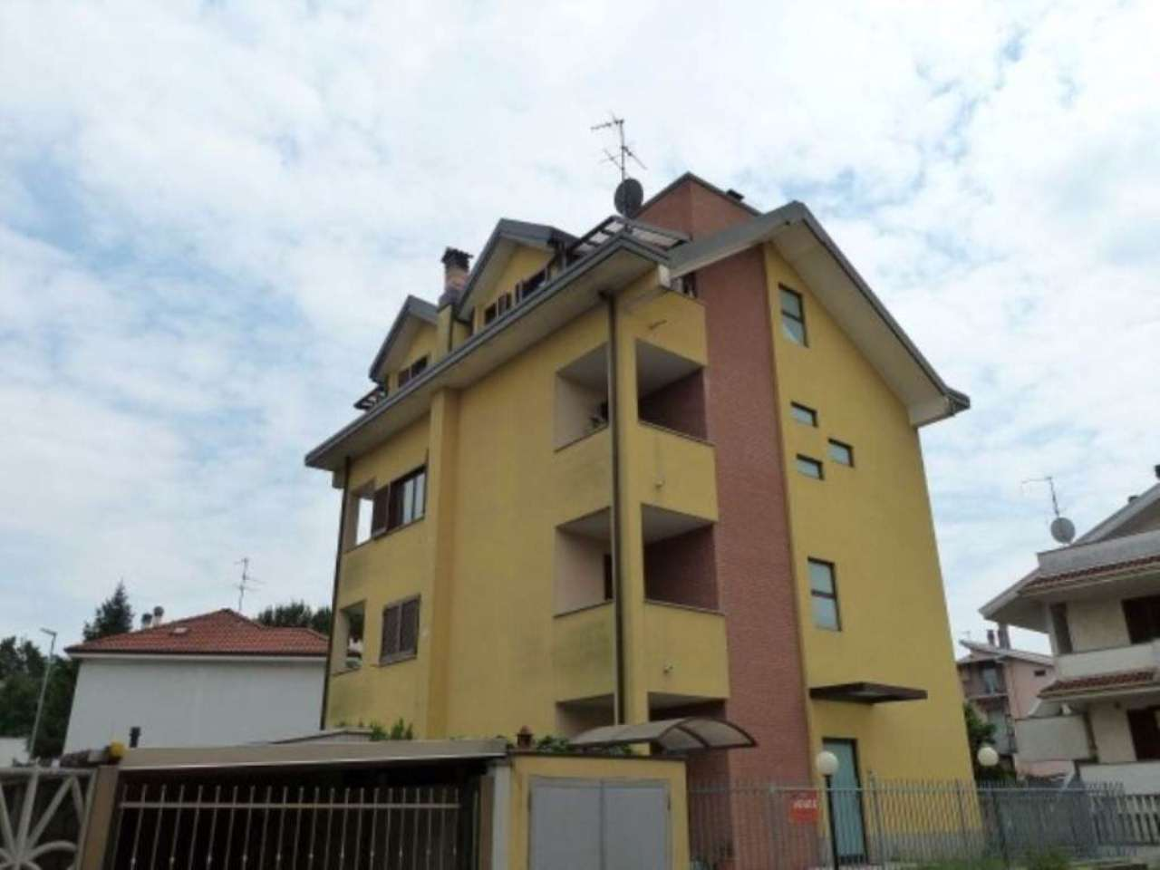 Appartamento in vendita a Limbiate, 3 locali, prezzo € 159.000 | Cambio Casa.it