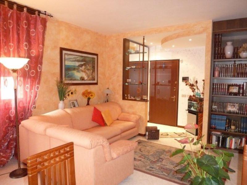 Appartamento in vendita a Limbiate, 3 locali, prezzo € 149.000   Cambio Casa.it