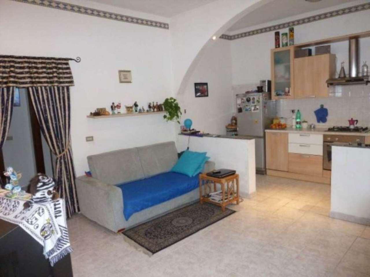 Appartamento in vendita a Limbiate, 2 locali, prezzo € 59.000   Cambio Casa.it
