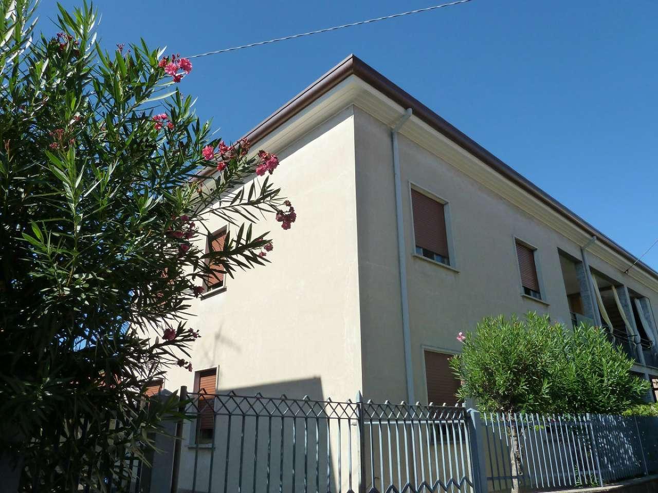 Appartamento in vendita a Limbiate, 4 locali, prezzo € 109.000   CambioCasa.it
