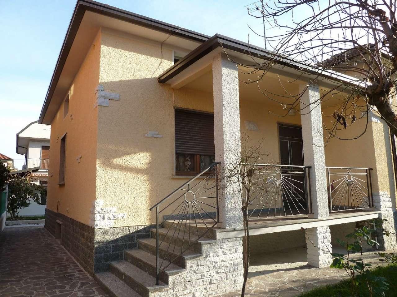 Villa in vendita a Limbiate, 4 locali, prezzo € 359.000 | Cambio Casa.it