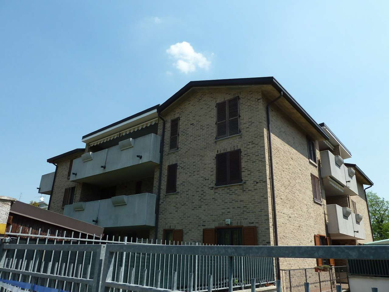Appartamento in vendita a Limbiate, 3 locali, prezzo € 140.000 | CambioCasa.it