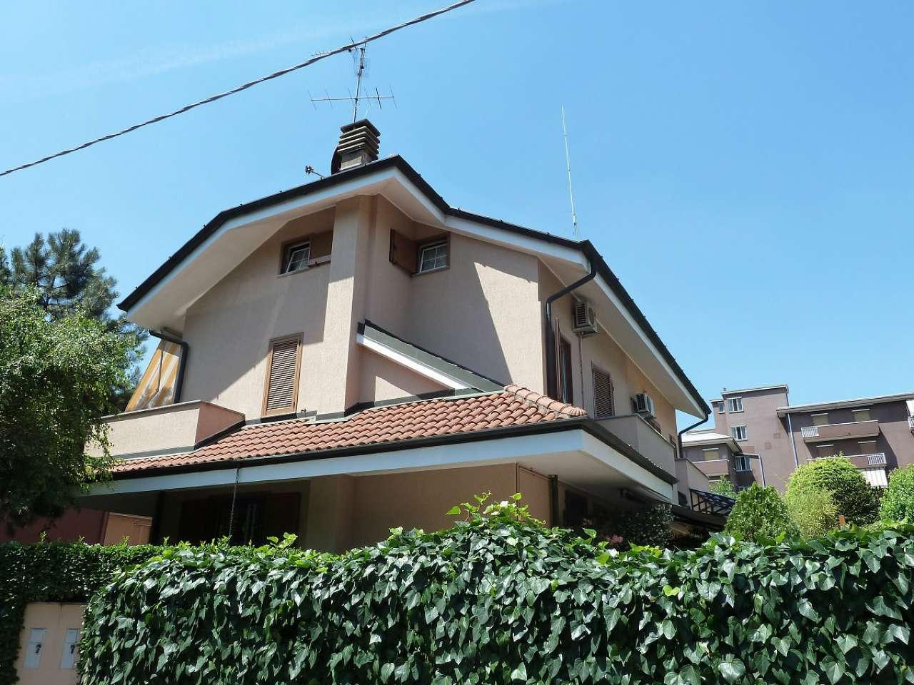 Villa in vendita a Limbiate, 5 locali, prezzo € 290.000 | CambioCasa.it