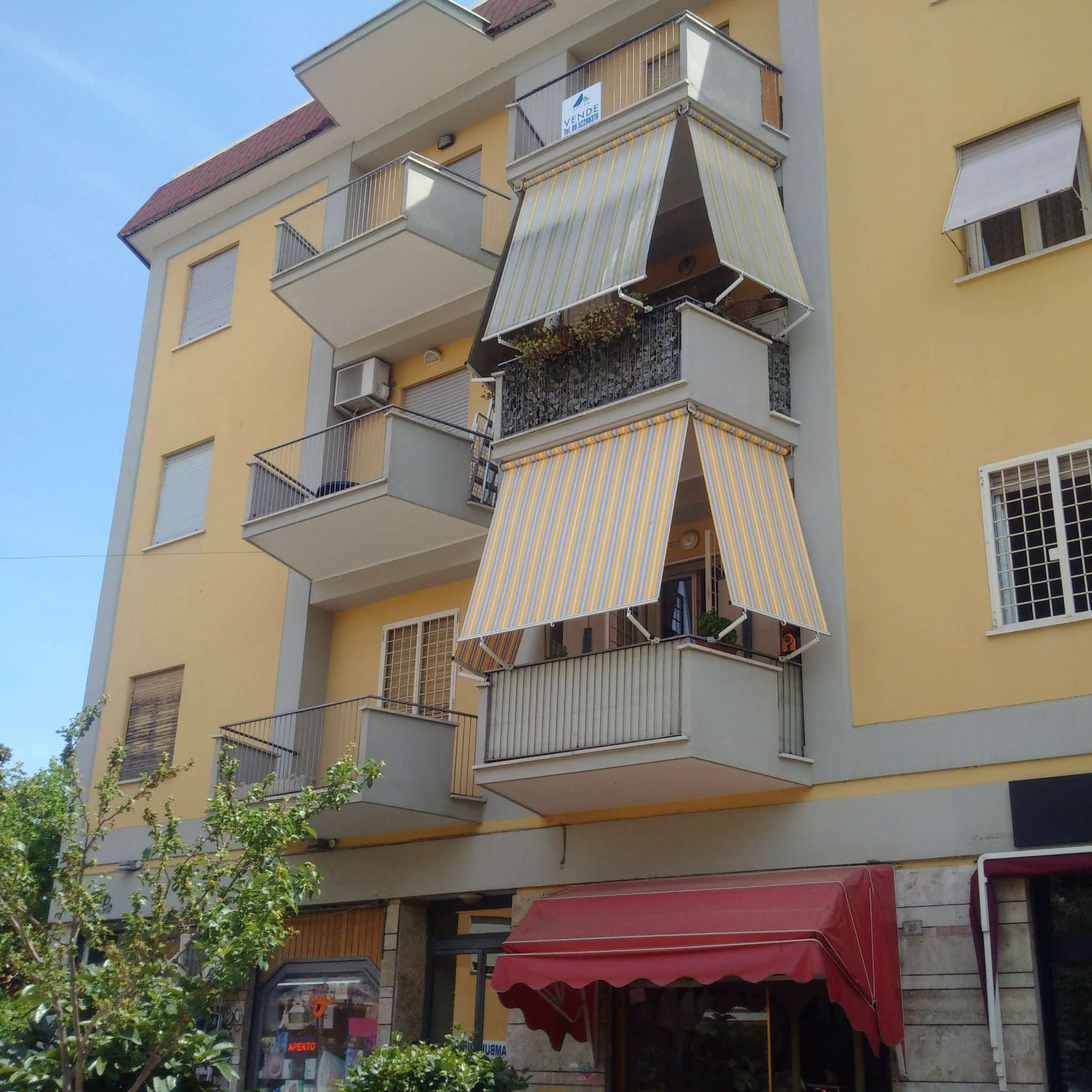 Appartamento in vendita a Ciampino, 4 locali, prezzo € 185.000 | CambioCasa.it