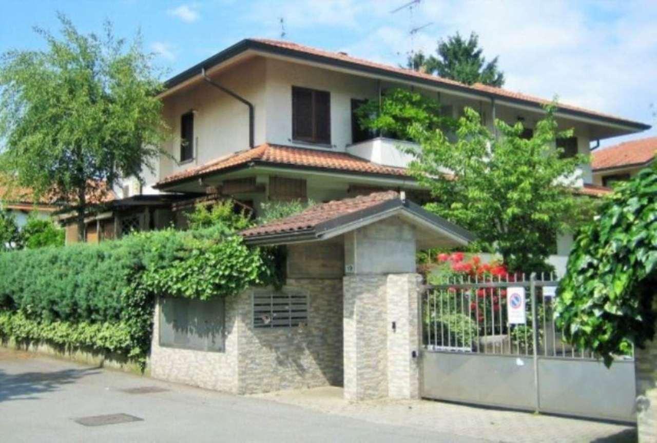 Villa in vendita a Opera, 5 locali, prezzo € 530.000 | Cambio Casa.it