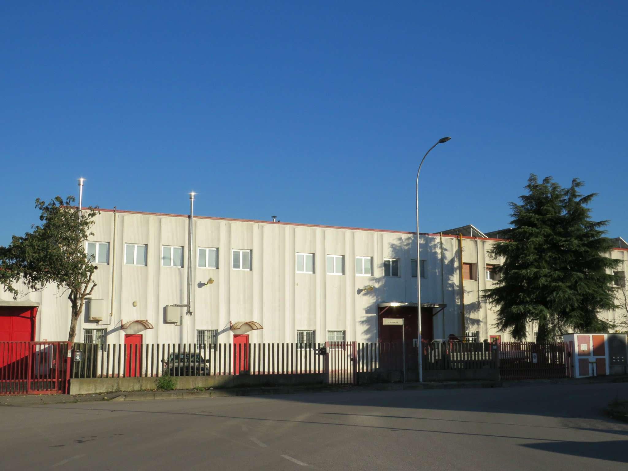 Capannone in vendita a Locate di Triulzi, 9999 locali, prezzo € 620.000 | Cambio Casa.it