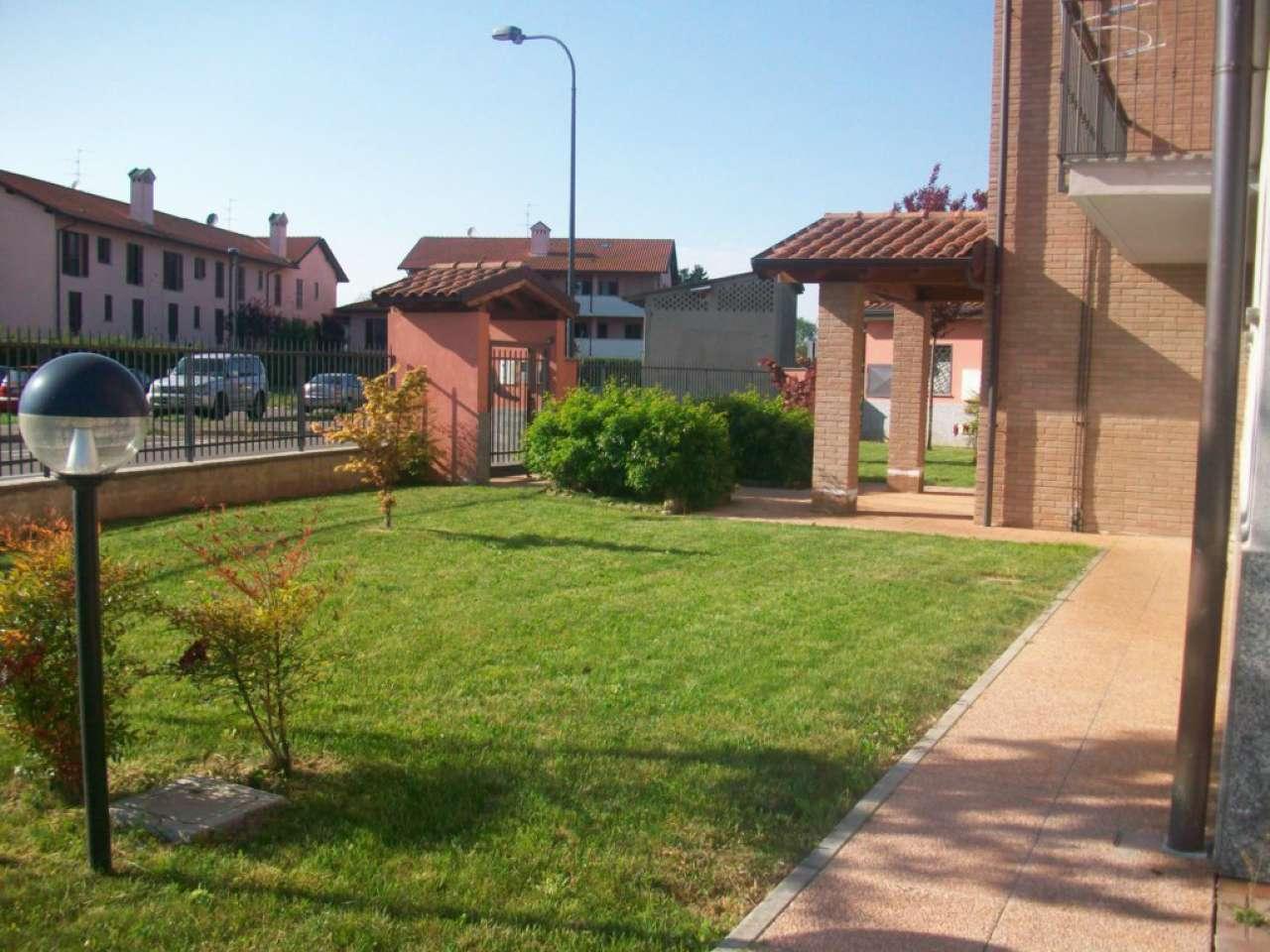 Appartamento in vendita a Vernate, 2 locali, prezzo € 85.000 | Cambio Casa.it