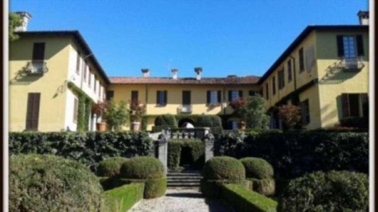 Palazzo / Stabile in vendita a Calco, 6 locali, Trattative riservate | Cambio Casa.it