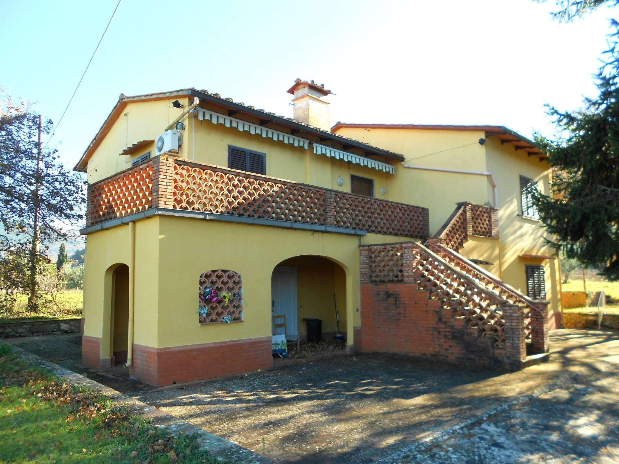 Villa in vendita a Rufina, 10 locali, prezzo € 250.000 | Cambio Casa.it